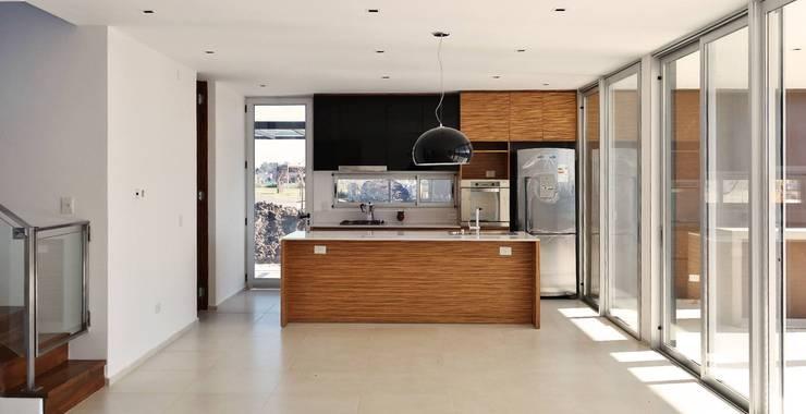 Vivienda Unifamiliar en Barrio el Canton Cocinas modernas: Ideas, imágenes y decoración de Estudio Maraude Arquitectos Moderno