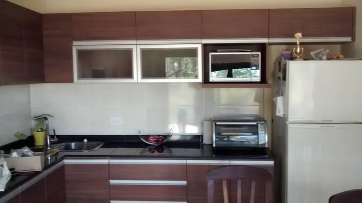 Kitchen by BULLK Aruitectura y construcción, Modern