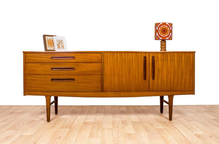 Living:  Living room by RetroLicious Ltd