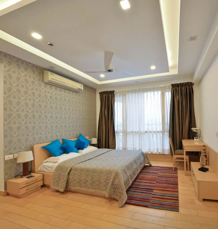 J. P. GREENS FLAT:  Bedroom by Spaces Architects@ka
