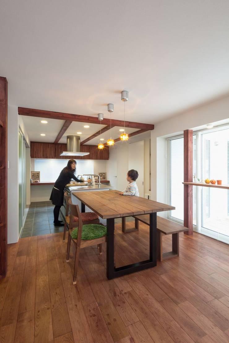 自分だけの空のあるイエ: アトリエ エフ・スタイルが手掛けたキッチンです。,