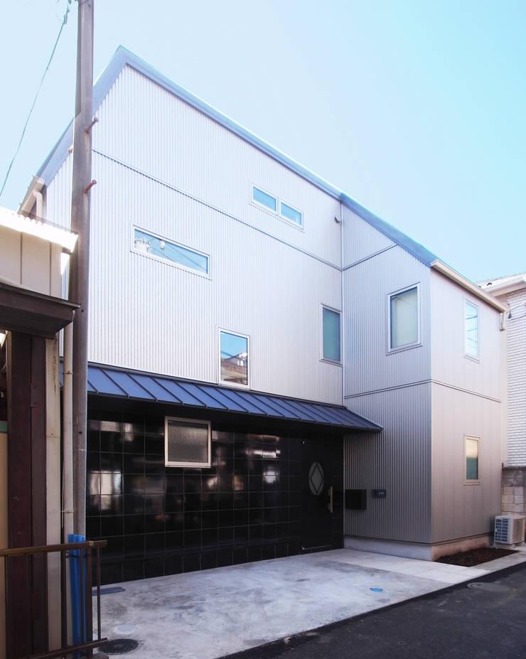庭を囲む家: ユミラ建築設計室が手掛けた家です。,