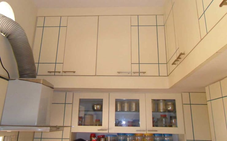 Kitchen:  Kitchen by CRYSTAL INTERIORS & FURNISHINGS