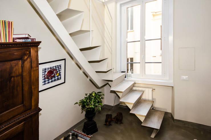 Realizzazioni: Ingresso & Corridoio in stile  di A-LAB Arch. Marina Grasso