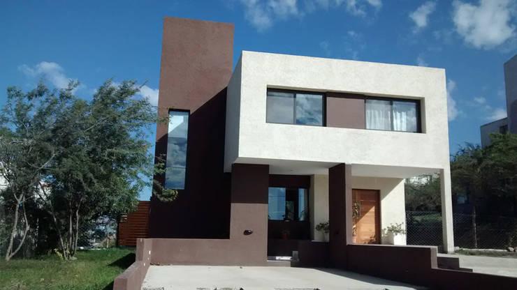 MENDIOLAZA – Centro: Casas de estilo  por BULLK Aruitectura y construcción