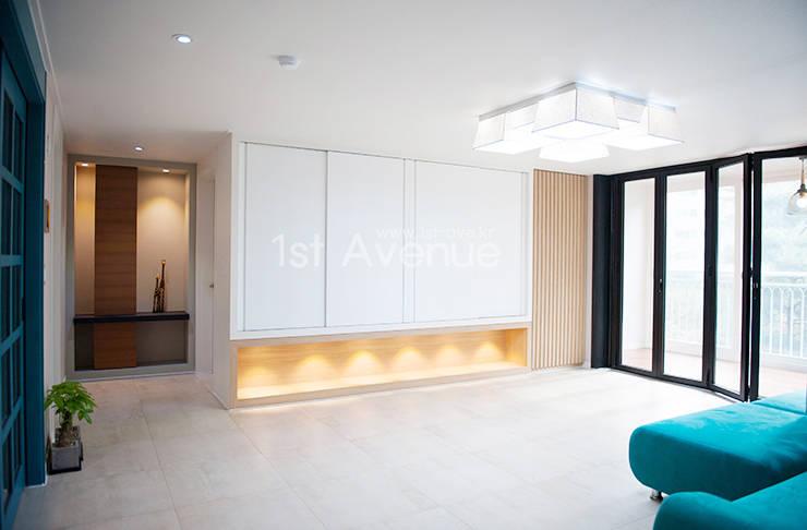 Living room by 퍼스트애비뉴, Modern