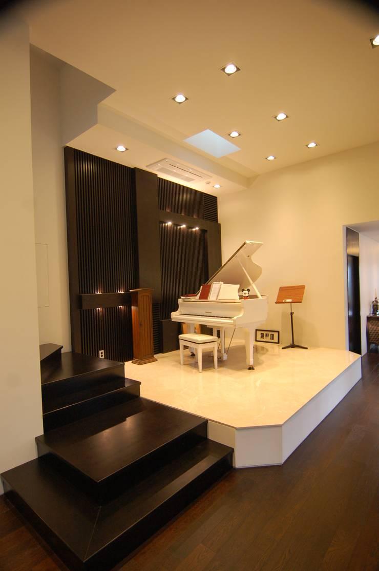 CASA MUSICA : 구도건축사사무소의  거실