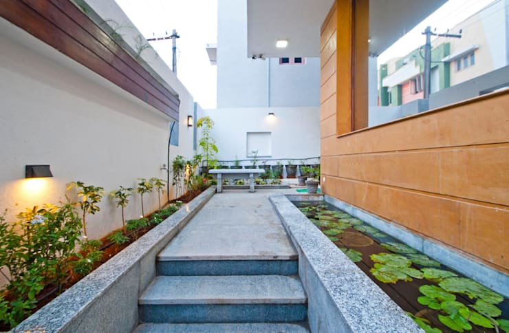 Sajeev kumar and family's Residence at Girugambakkam:  Terrace by  Murali architects
