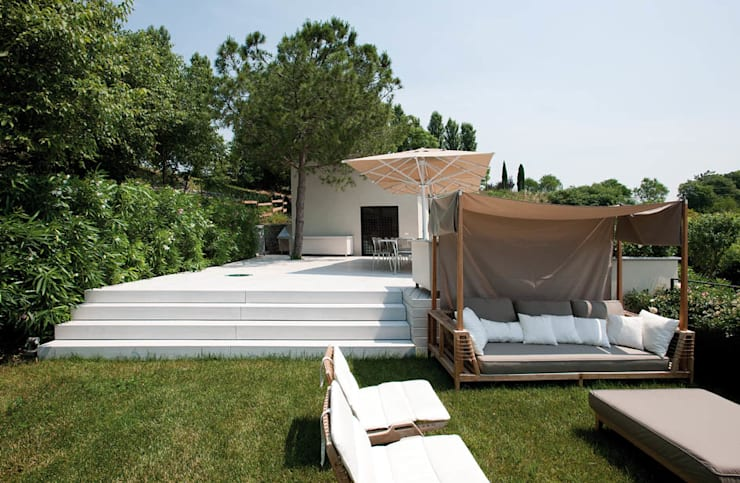 Casa in collina: Giardino in stile in stile Moderno di Benedini & Partners