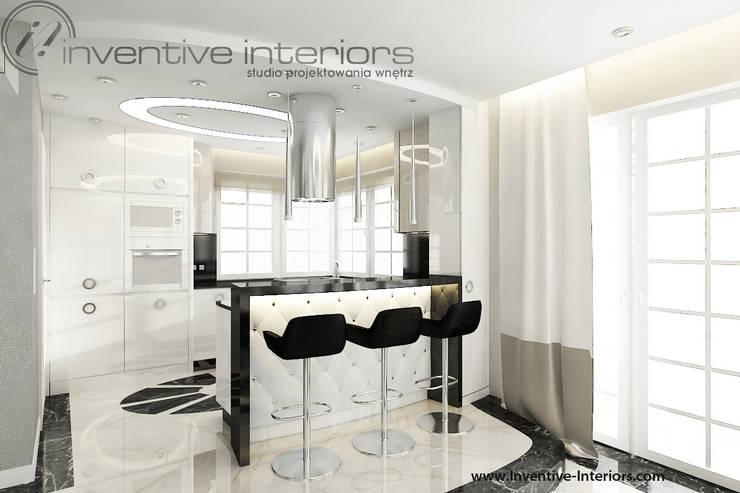 Barek z tapicerowaniem: styl , w kategorii Kuchnia zaprojektowany przez Inventive Interiors