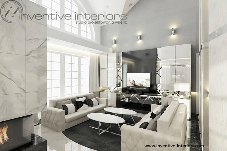 Elegancki salon z beżem i czernią: styl , w kategorii Salon zaprojektowany przez Inventive Interiors