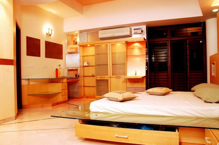 Anwar salim and sabeena saleem s residence:  Bedroom by  Murali architects