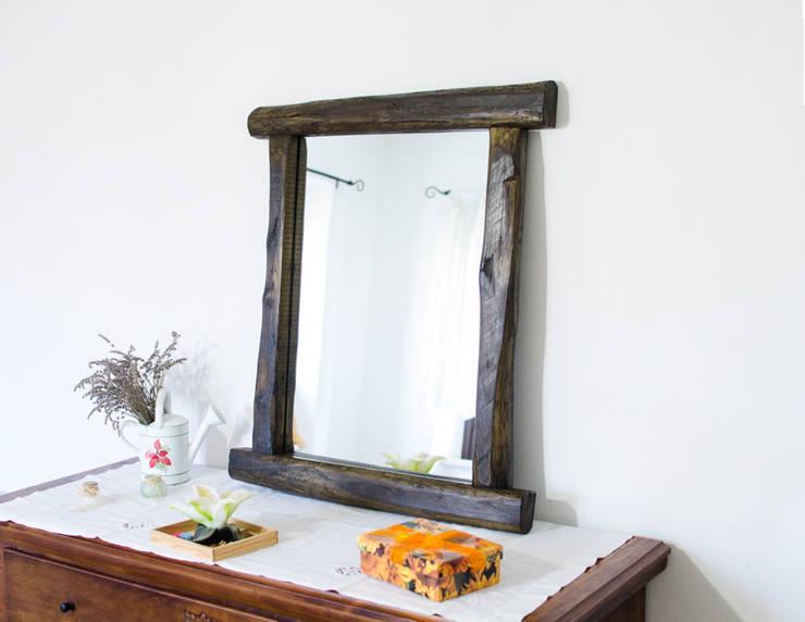Realizzazioni: Bagno in stile in stile Rustico di Mb-Frames