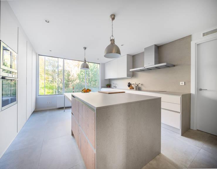 minimalistische Keuken door Luzestudio Fotografía