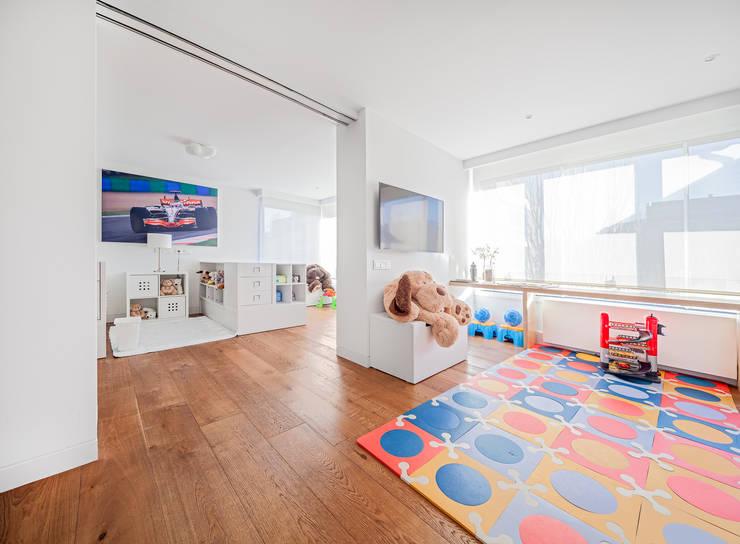 Cuartos infantiles de estilo  por Luzestudio Fotografía