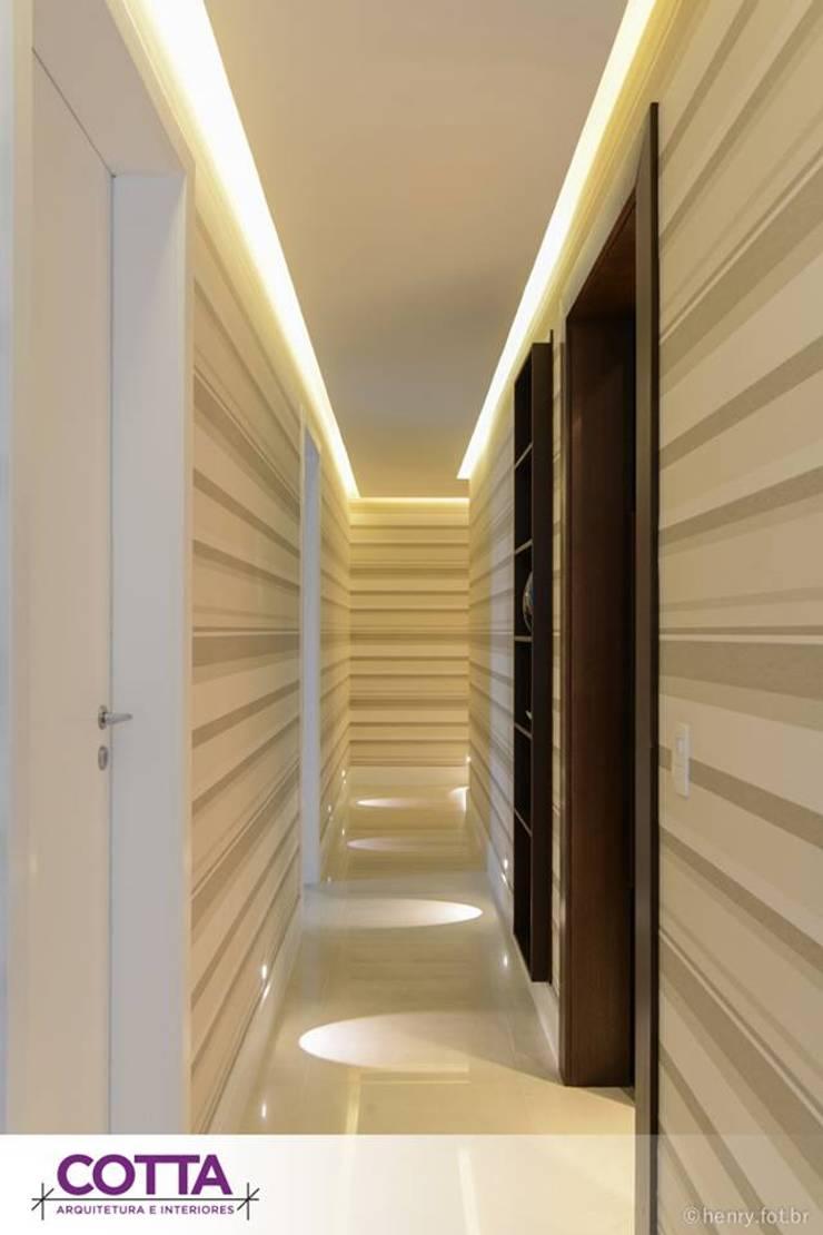 Apartamento 184m²: Corredores e halls de entrada  por Cotta Arquitetura e Interiores