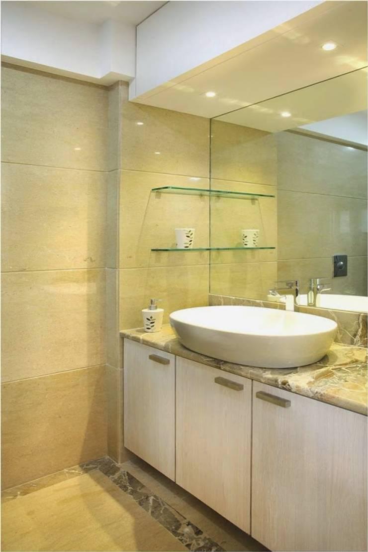 Pali Hill, Bandra:  Bathroom by suneil