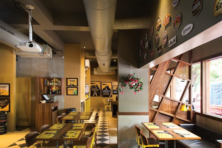 beer cafe mahim:  Bars & clubs by S S Designs