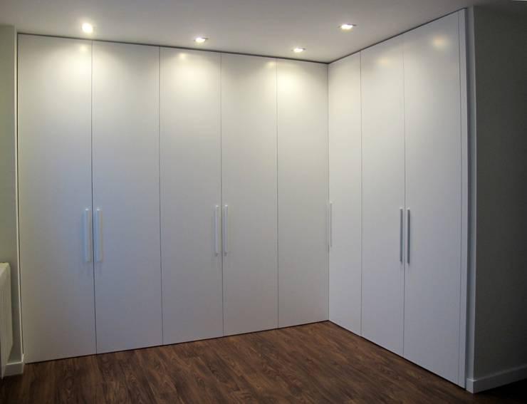 minimalistic Dressing room by Estudio Cot