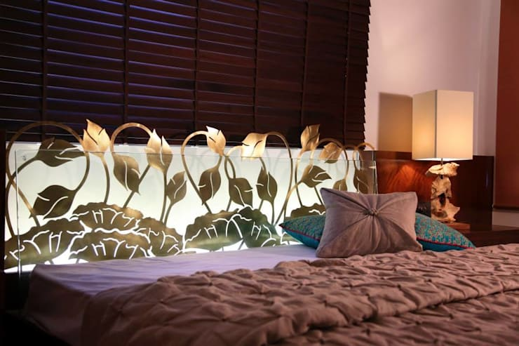 Sandeep Gandhi Bungalow:  Bedroom by P & D Associates