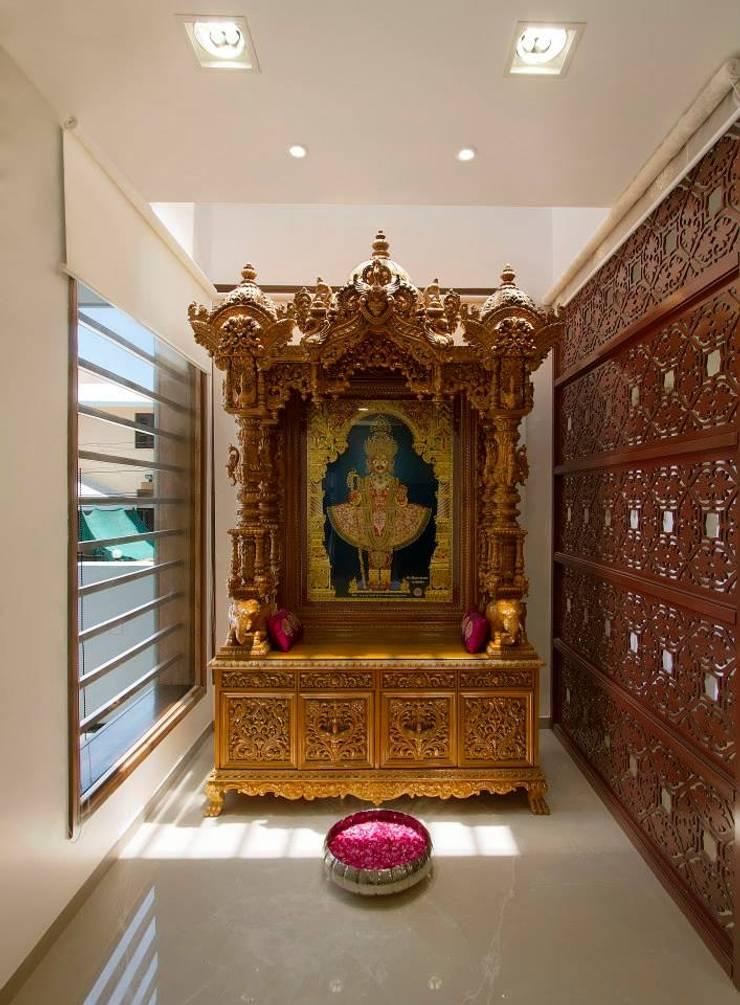 Mr. Sanjay patel - Bungalow:  Living room by P & D Associates