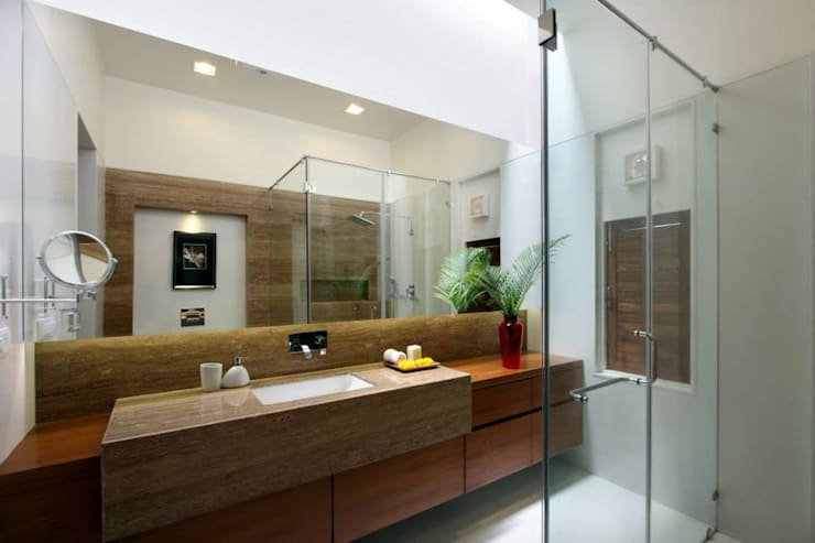 Mr.nailesh shah bungalow:  Bathroom by P & D Associates