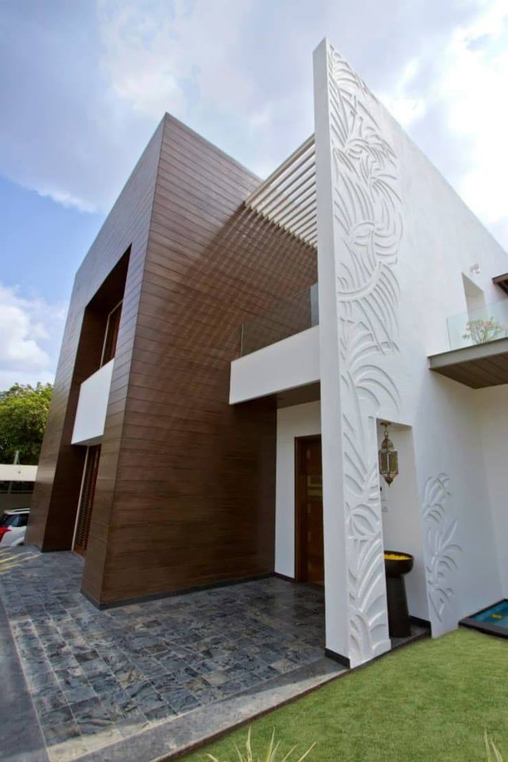 Mr.nailesh shah bungalow:  Houses by P & D Associates