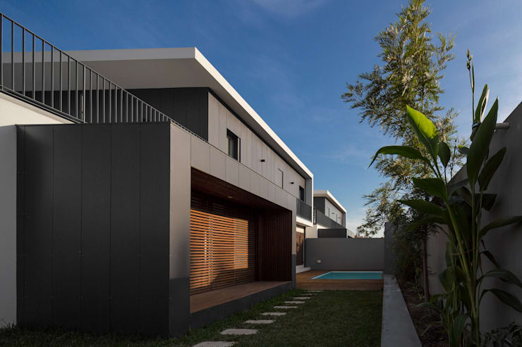 FACHADA TARDOZ: Casas  por OW ARQUITECTOS lda | simplicity works