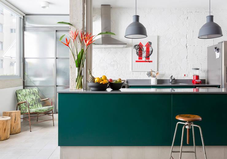 Cocinas de estilo minimalista por RSRG Arquitetos