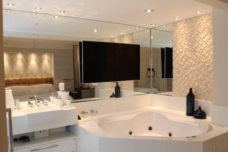 Marcia Arcaro Design Ltda ME:  tarz Banyo, Modern