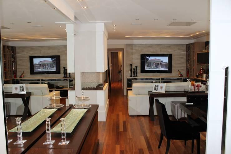Marcia Arcaro Design Ltda ME:  tarz Oturma Odası, Modern