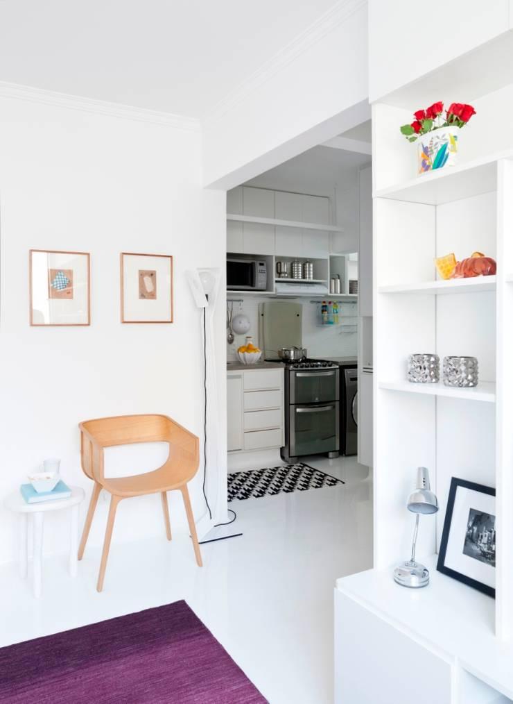 Apartamento da Maria Rita: Cozinhas minimalistas por INÁ Arquitetura