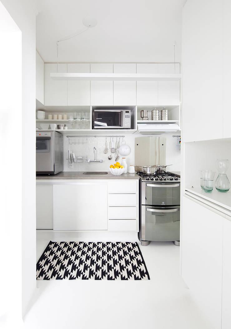 Cozinha: Cozinhas minimalistas por INÁ Arquitetura
