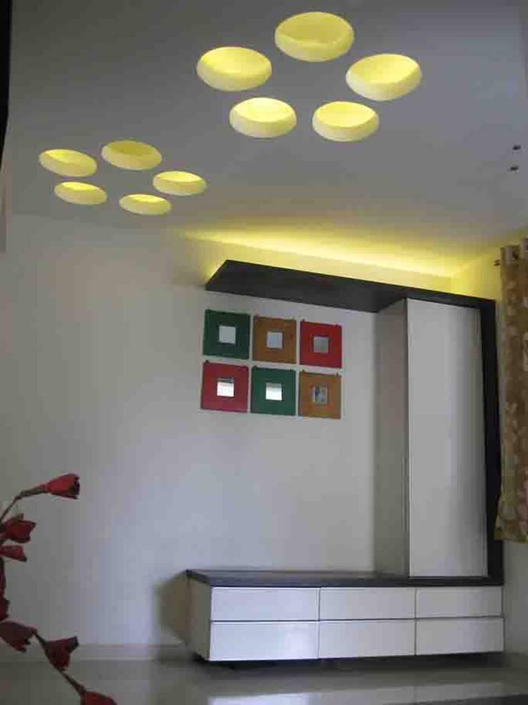 ทางเดินแบบเอเชียห้องโถงและบันได โดย ar.dhananjay pund architects & designers เอเชียน