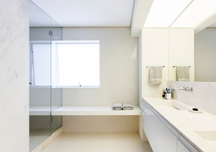 Bathroom by RSRG Arquitetos