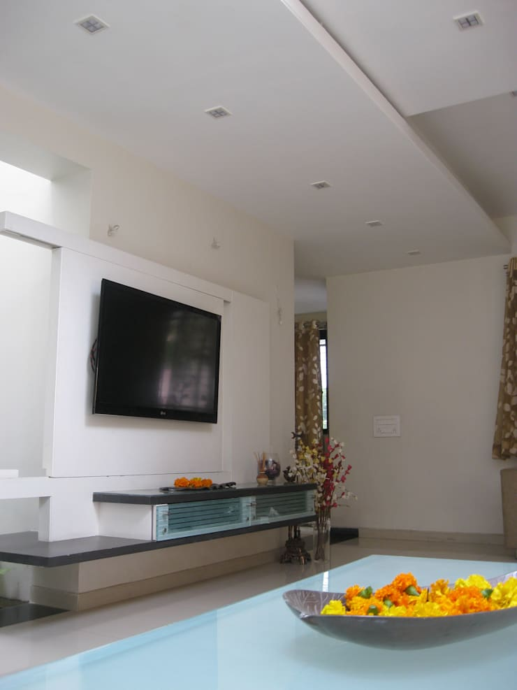 Asiatische Wohnzimmer von ar.dhananjay pund architects & designers Asiatisch