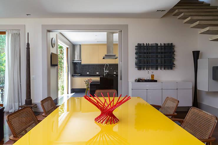 Sampaio Vidal: Salas de jantar modernas por Eliane Mesquita Arquitetura