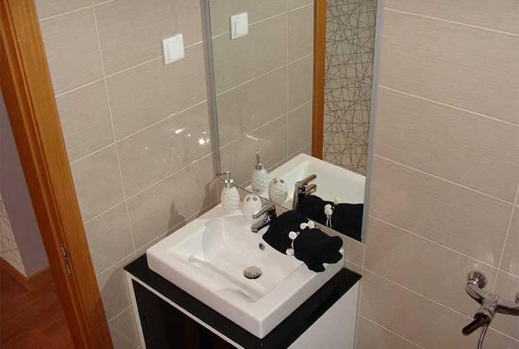 Caldas da Rainha: Casas de banho  por Assimetrias  (contacto: info@assimetrias.pt)