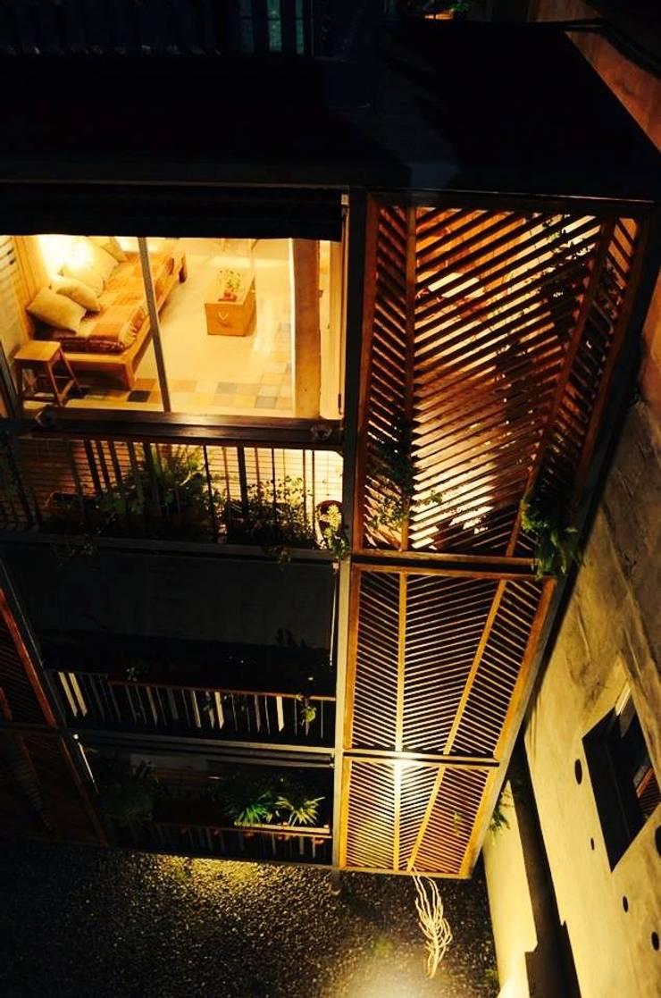 Corazón de Manzana: Casas de estilo  por pablodellatorre