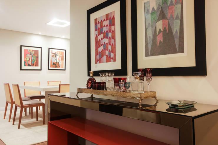 Residencial Multifamiliar – SQS 308: Salas de estar  por Arina Araujo Arquitetura e Interiores,Moderno