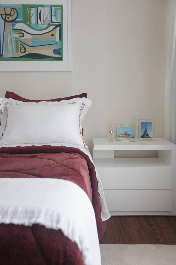 Residencial Multifamiliar – SQS 308: Quartos  por Arina Araujo Arquitetura e Interiores,Moderno