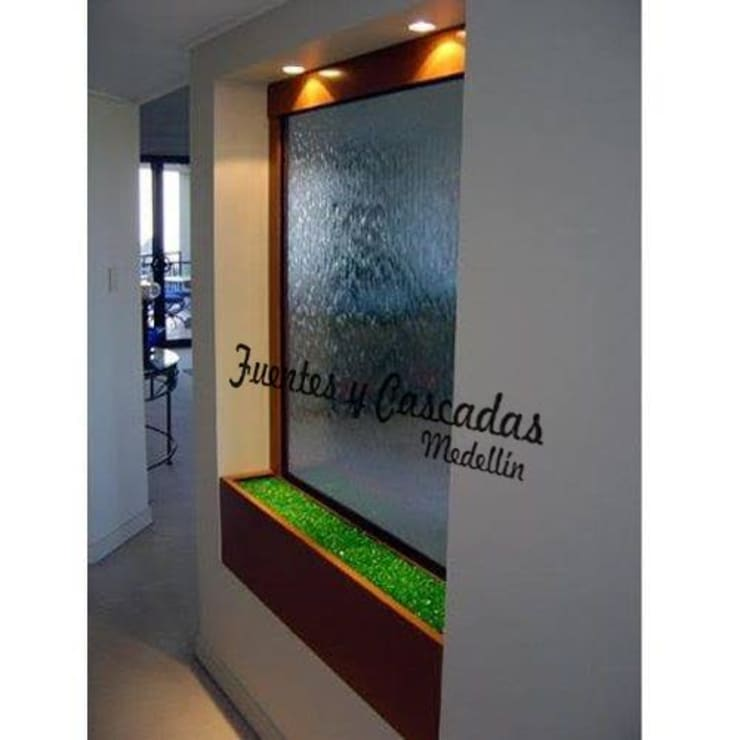 Fuentas de Agua: Spa de estilo  por Fuentes y Cascadas Medellin