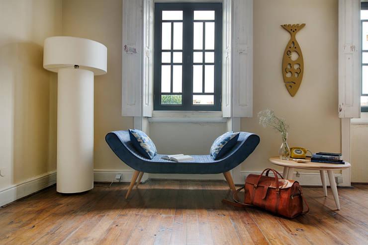 Reading time: Sala de estar  por Loloca Design