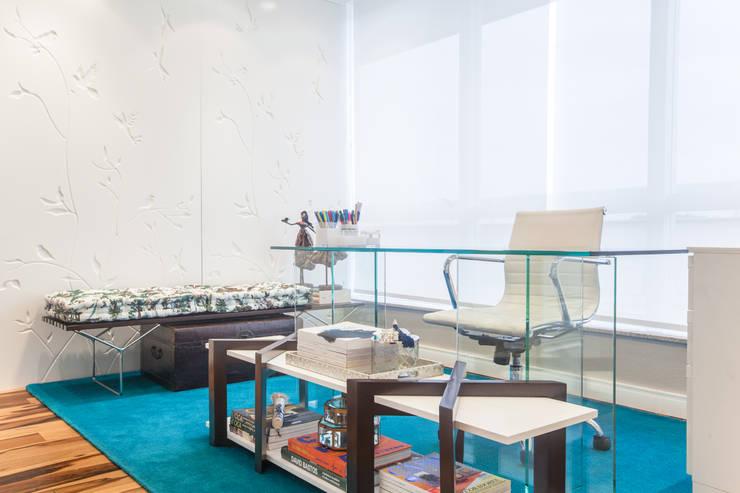Espera: Escritórios  por Arina Araujo Arquitetura e Interiores