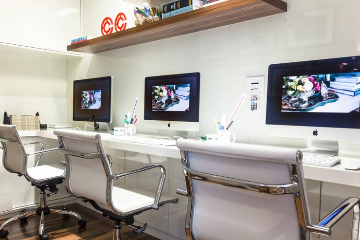 Sala dos Estagiários: Escritórios  por Arina Araujo Arquitetura e Interiores
