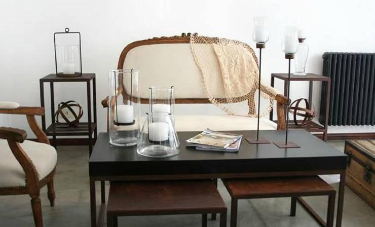 Linea hierro: Livings de estilo  por Dulce Hogar