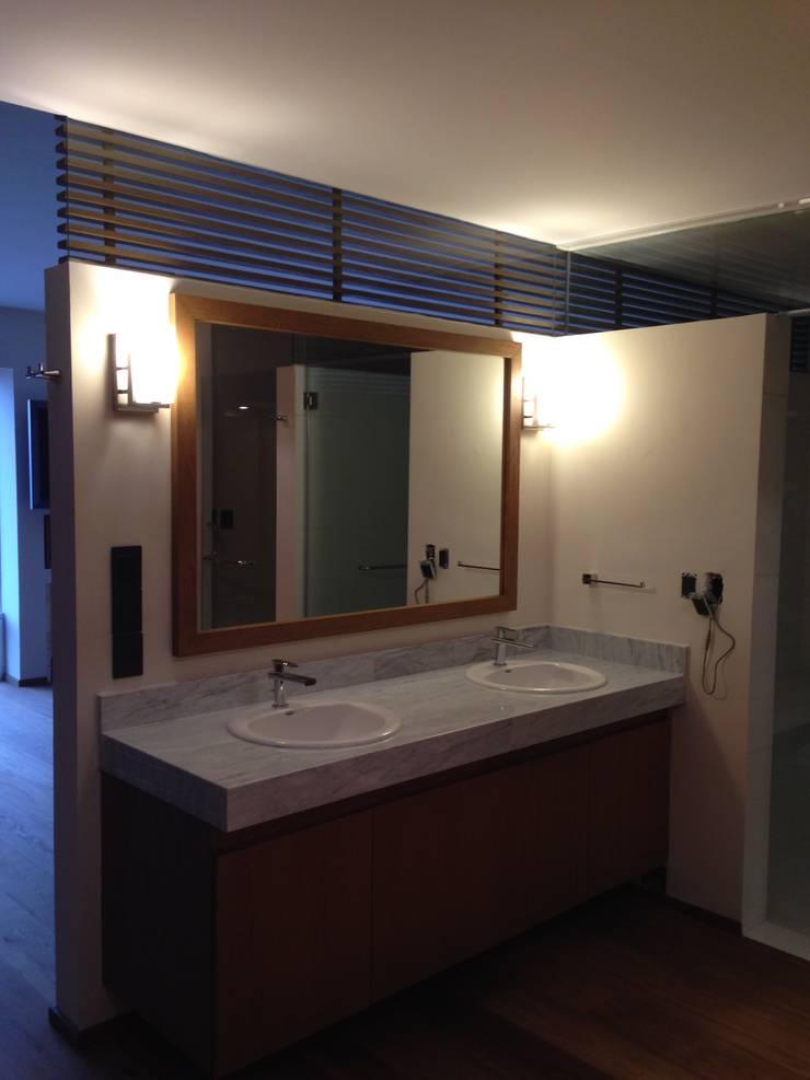 DEPARTAMENTO REFORMA: Baños de estilo  por Diseño Integral En Madera S.A de C.V.