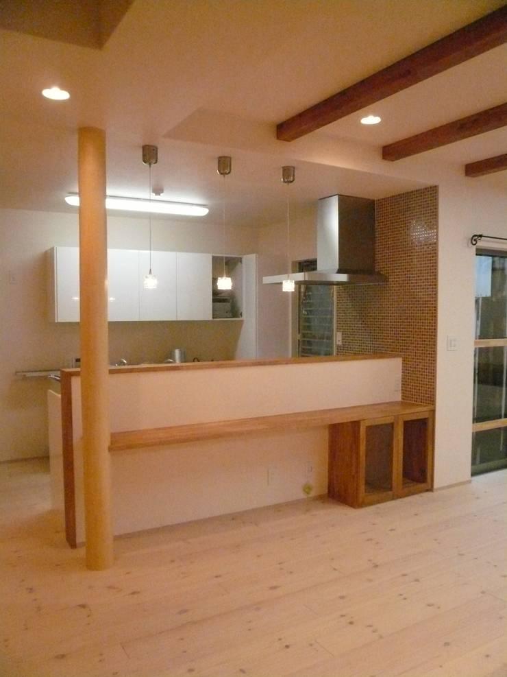 柏原の家: 株式会社 atelier waonが手掛けたキッチンです。