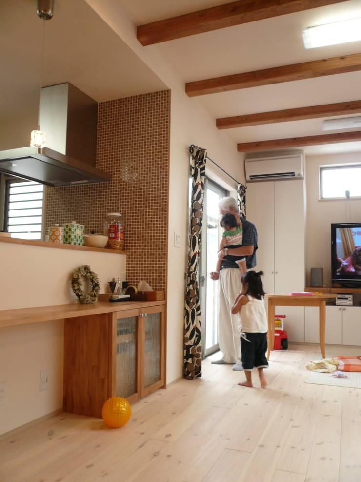 柏原の家: 株式会社 atelier waonが手掛けたダイニングです。