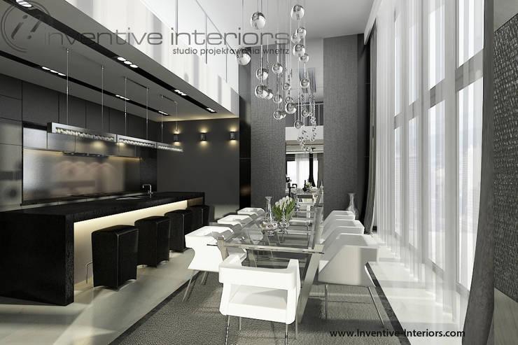 Wysoka jadalnia - długa lampa nad stołem: styl , w kategorii Jadalnia zaprojektowany przez Inventive Interiors